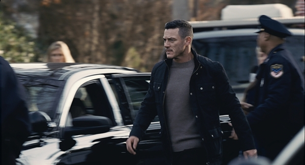 Macho man Scott Hipwell (Luke Evans) sees his world fall apart when his wife Megan (Haley Bennett) goes missing.
